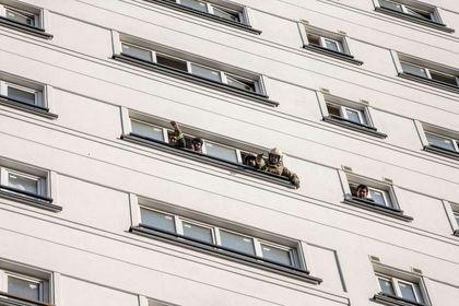 اطفاء حریق برج 21 طبقه در تهران +تصاویر