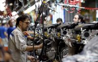کاهش زیان صنعت قطعه و خودرو با پرداخت تسهیلات دولتی/ احتمال اختصاص بخشی از نقدینگی به چکهای برگشتی خودروسازان
