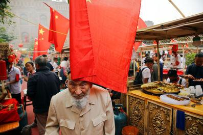 مردم در کاشگار منطقه خودمختار اویگور چین