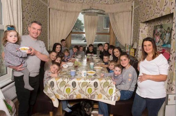 یک خانواده انگلیسی با ۲۲فرزند! +عکس