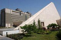 ساخت و سازهای غیرضروری مجلس از مراکز نظامی بیشتر است