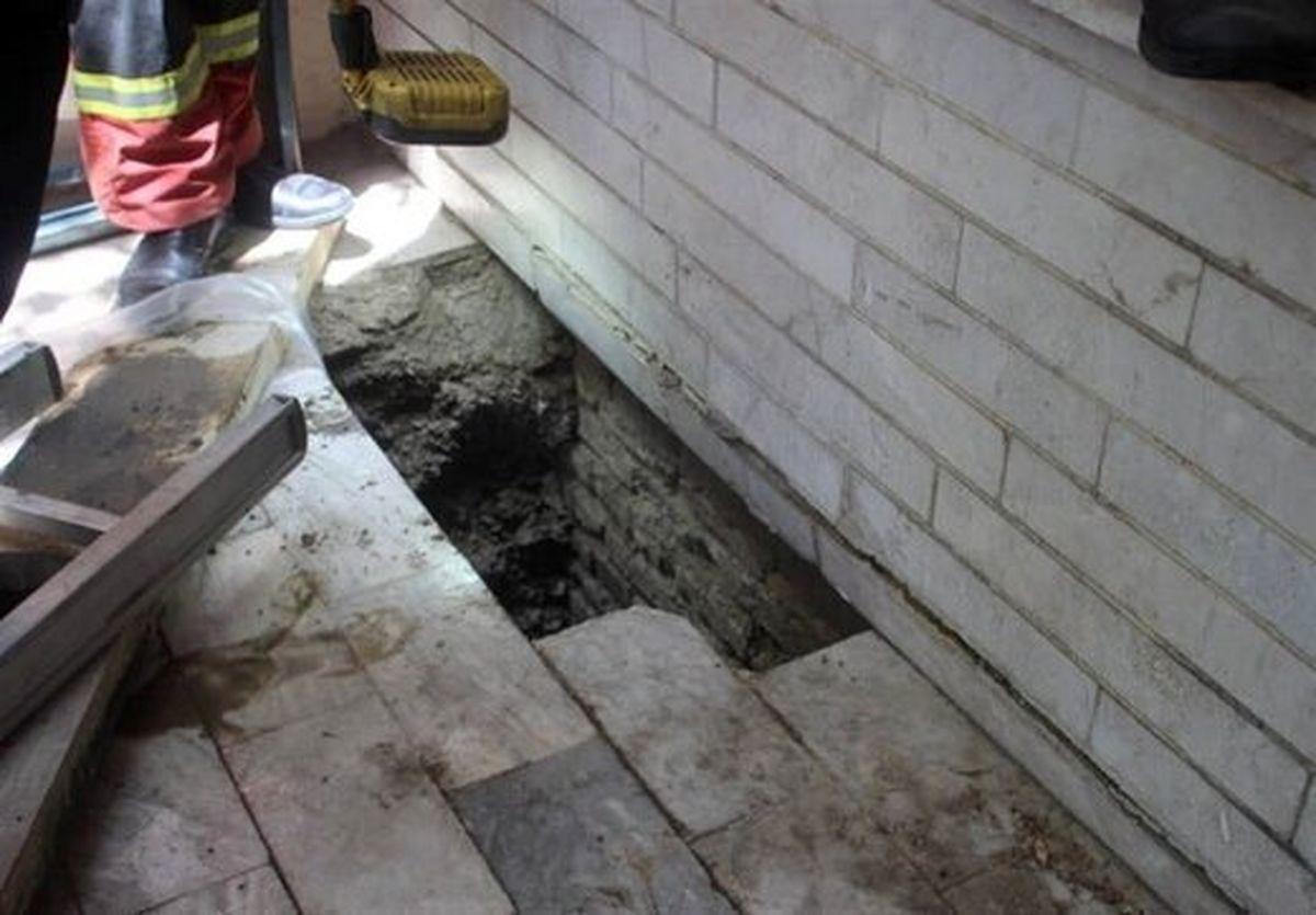 سقوط عجیب یک زن در چاه مخفی خانه + عکس