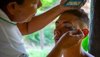 مردانی که آرایش میکنند و لباس زنانه میپوشند! +عکس