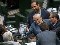 ژست وزیر احمدینژاد مقابل عارف در صحن مجلس +عکس