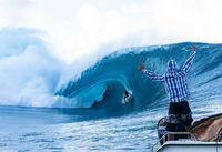 موج سواری در سواحل  زیبای تاهیتی +تصاویر
