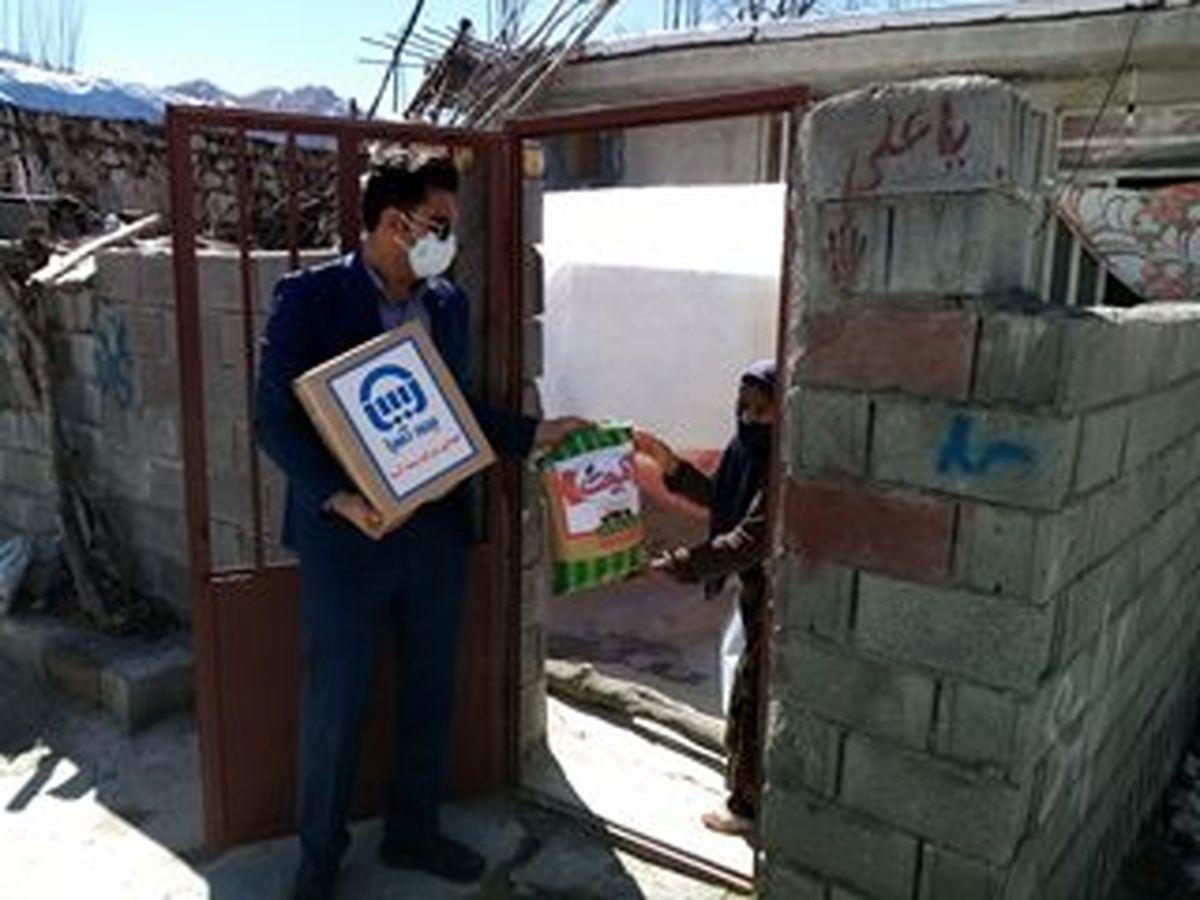 توزیع کمکهای معیشتی بیمه آسیا در شهر زلزله زده سی سخت