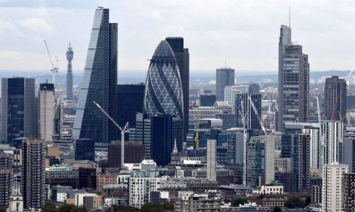 زیان اقتصادی بریتانیا در ابتدای سال جدید/ بخش خدمات چه زمانی بهبود مییابد؟