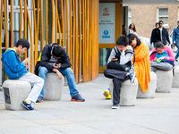 آیا گوشیهای هوشمند نسل جدید را نابود کرده است؟
