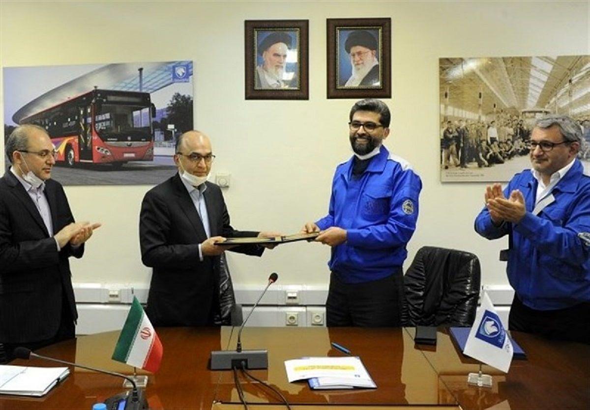 ایران خودرو و بانک تجارت تفاهم نامه همکاری امضاکردند