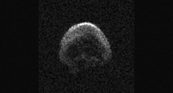 نزدیک شدن جمجمه فضایی به زمین +عکس