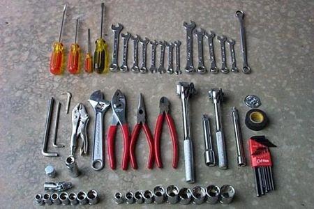 ابزار و قطعات یدکی که باید در سفر همراه داشته باشید
