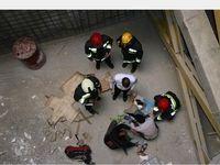 فردی از طبقه چهارم یک واحد مسکونی سقوط کرد