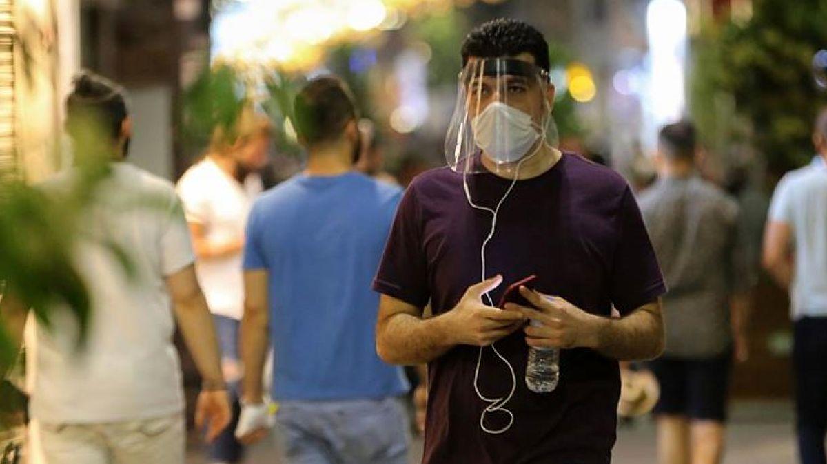 نخست وزیر ایتالیا استفاده از ماسک را اجباری میکند