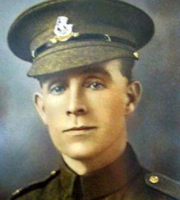 داستانی عجیب از نجات هیتلر توسط سرباز بریتانیایی +عکس