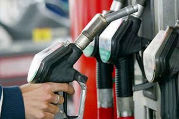 عرضه کارتی بنزین ادامه مییابد