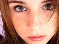 چرا دختران ایرانی، روی صورتشان کک مک تتو میکنند؟