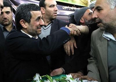 احمدینژاد درتشییع پدر شهیدکاوه +عکس