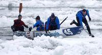 مسابقات قایقرانی در آبهای یخزده +عکس