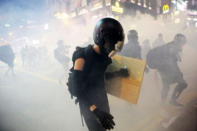 اعتراضات هنگ کنگ شهر را به لرزه درآورد
