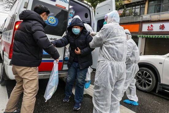 عملیات ویژه اورژانس تهران در انتقال دانشجویان ایرانی ساکن چین به محل قرنطینه