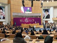 روحانی: دیدگاه ما باید نسبت به مقام زن تصحیح شود/ ایجاد زمینه برای حضور نسل جوان در مدیریتها