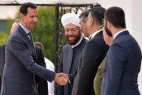 بشار اسد نماز عید فطر خود را در طرطوس اقامه کرد +عکس