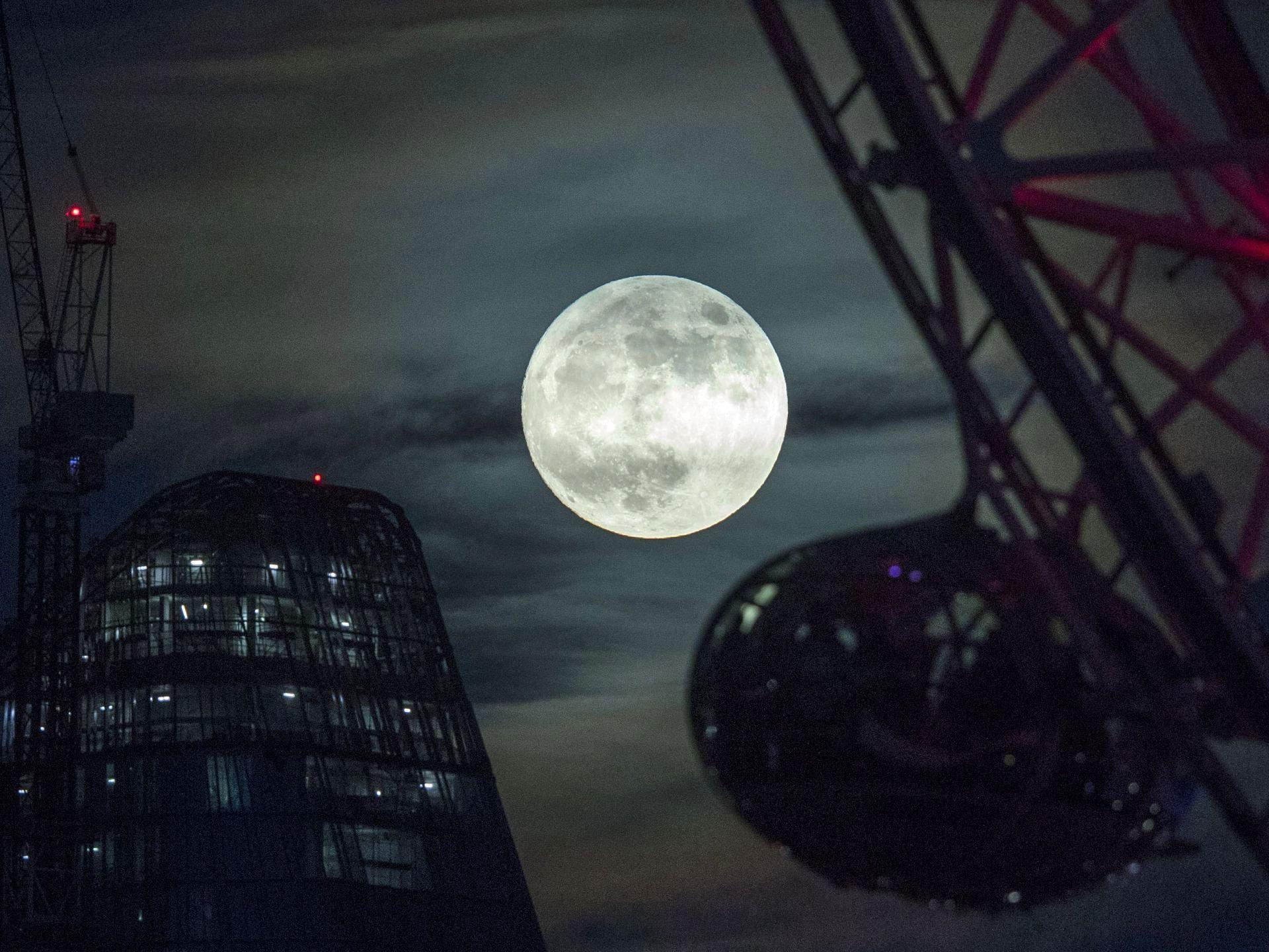 ماه کامل در آغاز سال نو میلادی