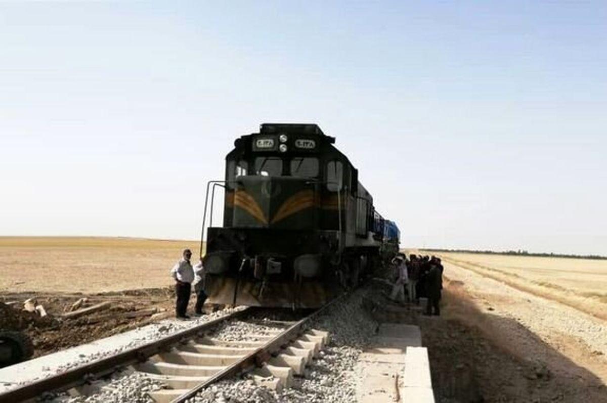 تصادف قطار مسافربری با پراید در حوالی ورامین + عکس