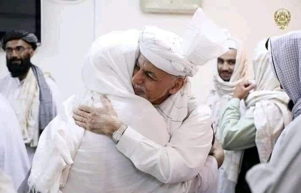 خوشآمد گویی اشرف غنی به طالبان در داخل ارگ حکومتی کابل