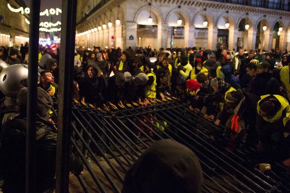 رهبر جلیقه زردها: دولت در حال فریب مردم فرانسه است