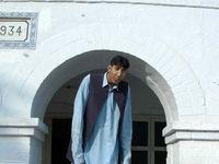 دومین فرد قد بلند دنیا در بیمارستان کراچی بستری شد +عکس