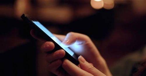 اثرات مخرب نور موبایل بر چشم