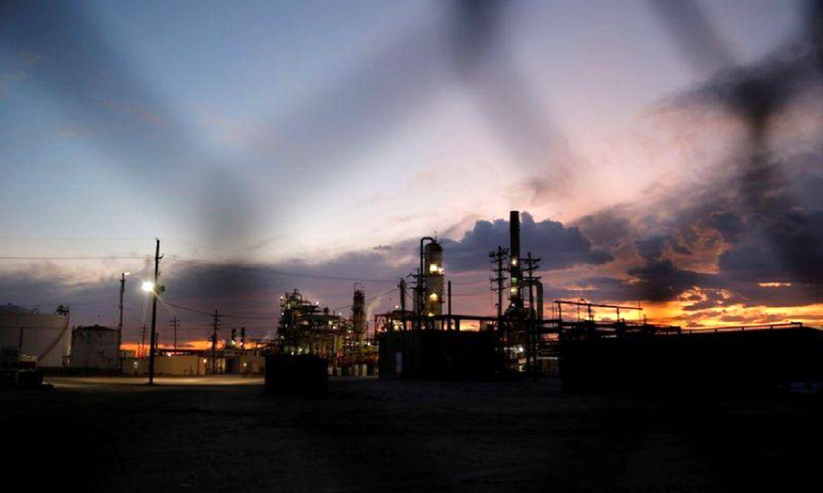ثبات قیمت نفت به دنبال سقوط غافلگیر کننده ذخایر آمریکا/ نگرانی بازار از وضعیت تقاضا ادامه دارد