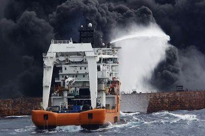 ورود غواصان به نفتکش غرقشده سانچی
