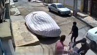 لحظه هولناک سرقت مسلحانه یک موتورسیکلت + فیلم