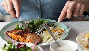 مردم کشورهای مختلف در چه ساعاتی غذا میخورند؟