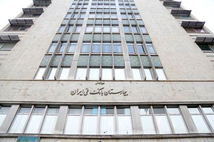 بازدید رییس کل بانک مرکزی از محل حادثه پلاسکو +عکس