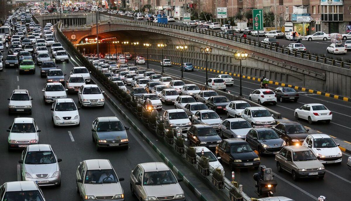 ترافیک در مسیرهای ورودی شهر تهران سنگین است
