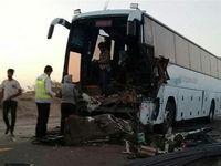 ۱۳مجروح در تصادف اتوبوس با کامیون