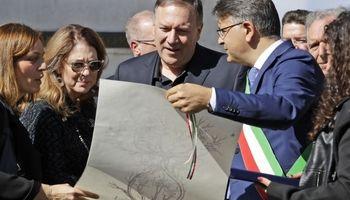 اهداء شجرهنامه ایتالیایی به وزیرخارجه آمریکا +تصاویر