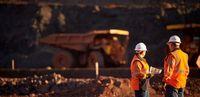 نامه نگاری با وزیر صمت برای واکسیناسیون معدنکاران زغال سنگ