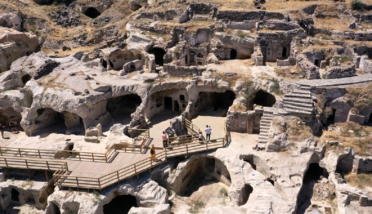 منطقه تاریخی کایاشهیر در قلب تپههای سنگی +عکس
