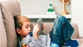 چرا برخی نوجوانان به فضای مجازی پناه میبرند؟