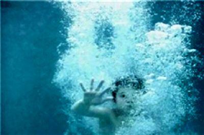 پدر سنگدل دختر ۷ ماههاش را در استخر غرق کرد