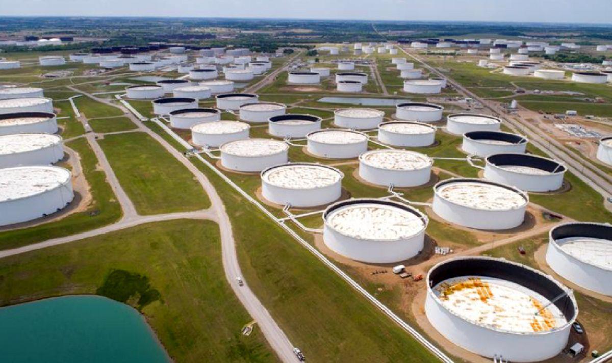 افزایش مجدد قیمت نفت با ادامه قطعی برق در آمریکا/ ضعف دلار از عوامل جهش بازار طلای سیاه
