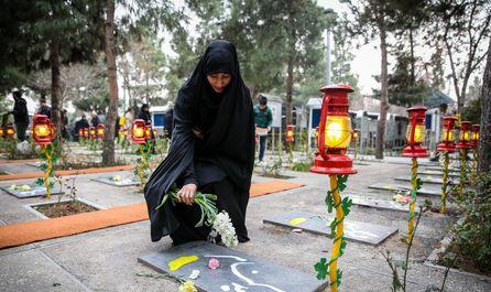 آئین میهمانی لالهها در گلزار شهدای تهران