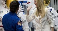 تصاویر متفاوت ایوانکا ترامپ در پایگاه فضایی