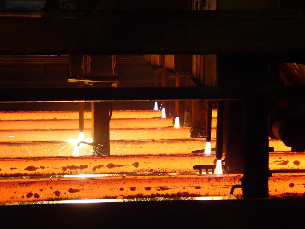 تاثیر منفی ۹۴۲واحدی فولاد بر شاخص کل / فولاد با زیان یک و نیم درصدی همراه شد