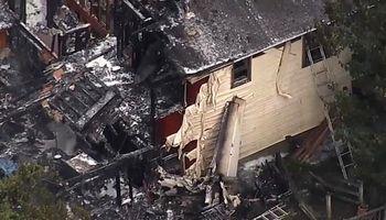 سقوط هواپیما روی خانهای در نیویورک تلفات برجا گذاشت +عکس