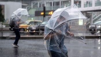 وحشت ژاپنیها از رسیدن طوفان +تصاویر
